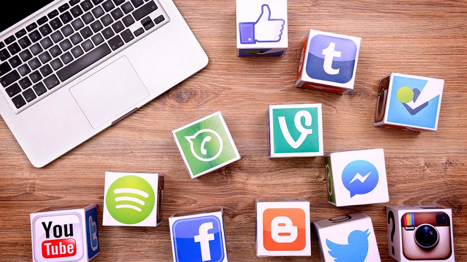 Dossier – Les réseaux sociaux bouleversent l'assurance